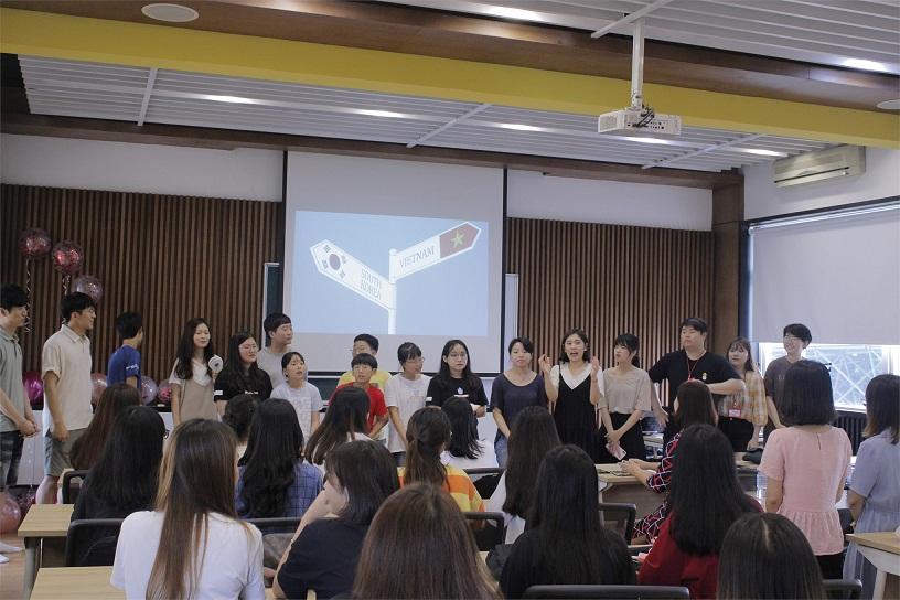 Trường Đại học Công nghiệp Hà Nội tổ chức giao lưu văn hóa Hàn Quốc cùng sinh viên Trường Đại học Ajou - Hàn Quốc