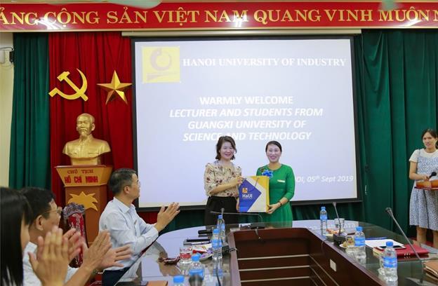 Sinh viên Trường Đại học Khoa học kỹ thuật Quảng Tây - Trung Quốc tham gia chương trình trao đổi sinh viên tại Đại học Công nghiệp Hà Nội
