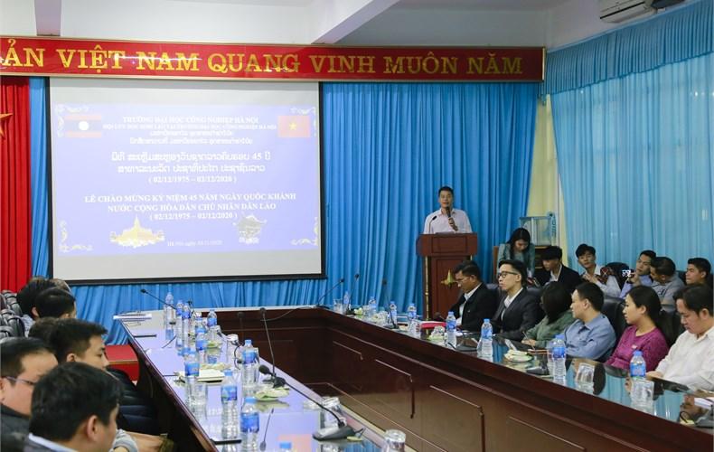 Lưu học sinh Lào chào mừng ngày quốc khánh