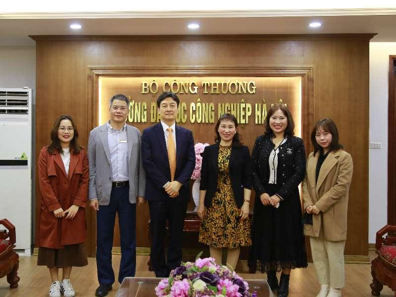 Lãnh đạo trường tiếp đoàn Quỹ giao lưu quốc tế Hàn Quốc (KF)